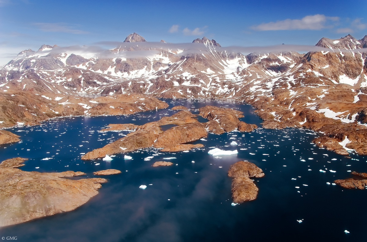 angmassalik-island-from-the-helicopter-3
