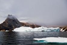 Iceberg e nebbia