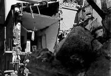 Conza della Campania - Palazzo crollato e materasso