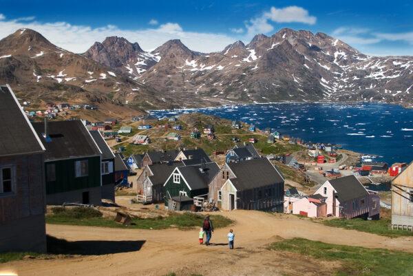 Vista del villaggio di Angmassalik, Groenlandia Orientale