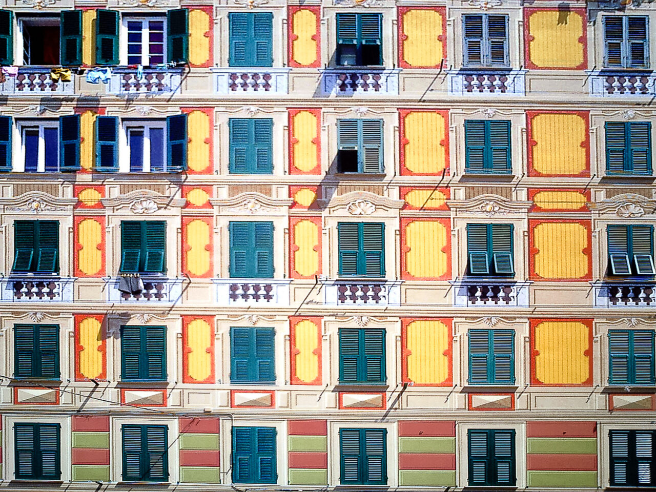 Camogli windows. Some of them are real, some not. Can you recognize the fakes?