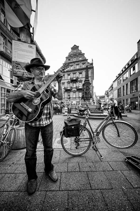 Costanza - Musicante di strada