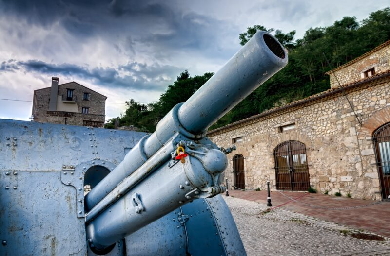 Cannon and pacifier in San Pietro Infine