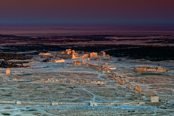 Syria: the destruction of Palmyra - Almost like a diorama, Palmyra and its oasis at dusk