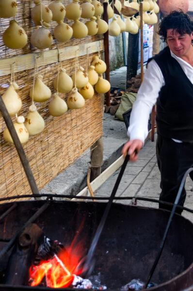 Preparing caciocavallo impiccato