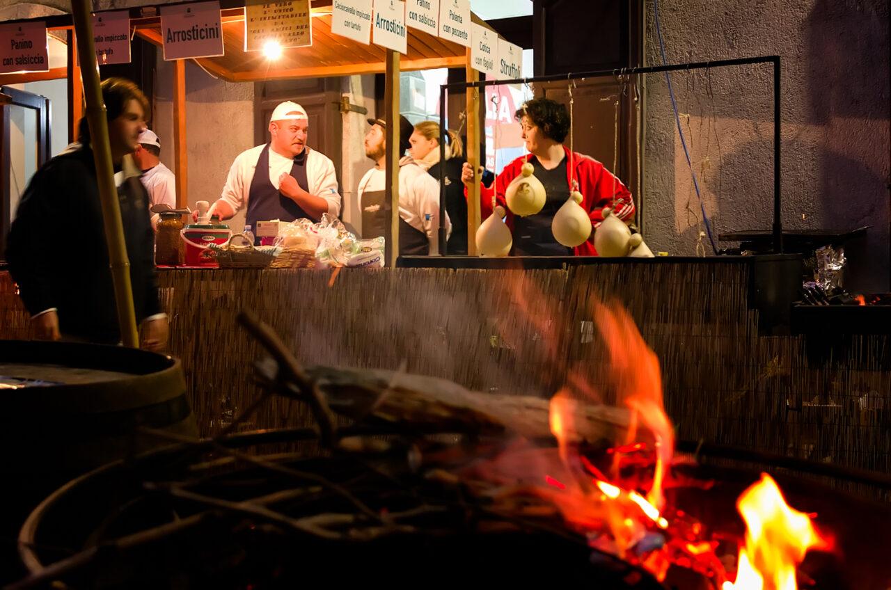 Nusco bonfires night - Selling food