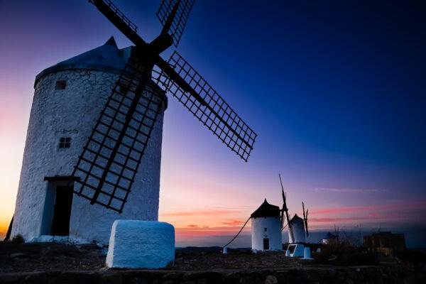 Mulini a vento al crepuscolo a Consuegra