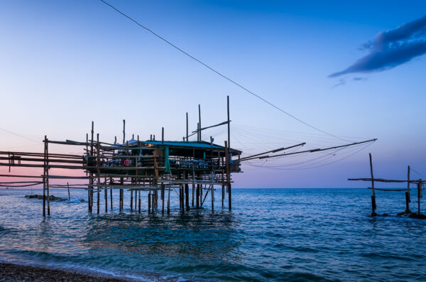 Old fishing machine - Trabocchi: the tailspin of the giant spiders jetting on the sea