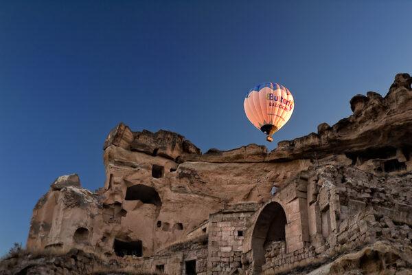 In mongolfiera sulle chiese rupestrei Cavusin Cappadocia
