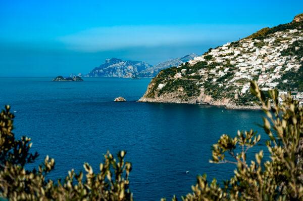 Tre isole in fila: scoglio dell' Isca, Li Galli, Capri