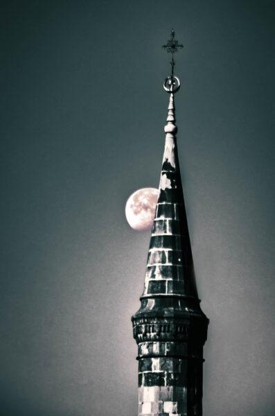 Eger: bella e (quasi) sconosciuta Il minareto di Eger e la luna