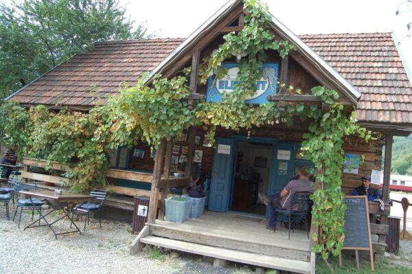 Verso Mocăniţa, la memoria  Viseu de Sus Caffè Elefant Credits: http://viaggidivaleria.blogspot.com/2013/08/la-casa-di-alexander-elephant-viseu-de.html