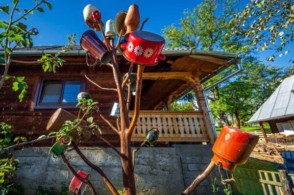 Maramures hanging pots