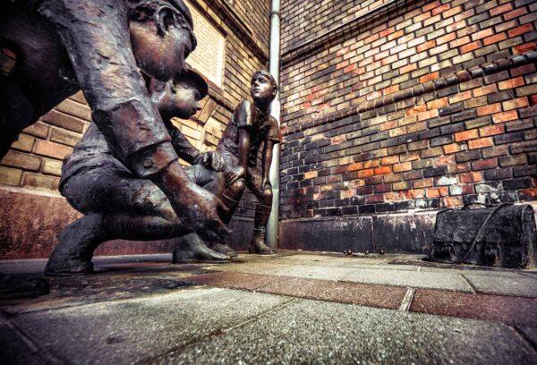 I ragazzi della via Pàl, statua dei bambini mentre giocano Budapest