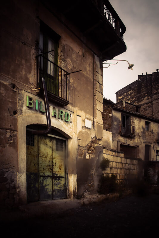 Apice, ghost town nostrana, la sala biliardi