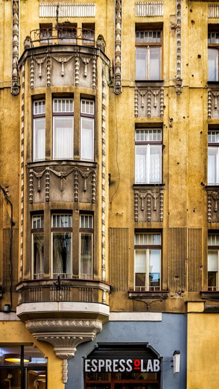 Sarajevo Art Deco e buchi di proiettile
